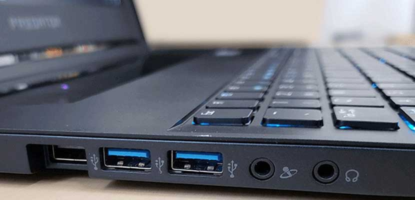 Membersihkan Port USB dan Konektor Flashdisk