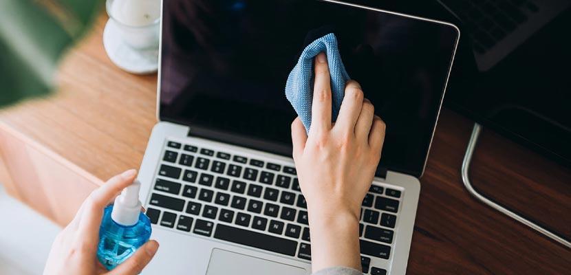 Cara Membersihkan Layar Laptop 1